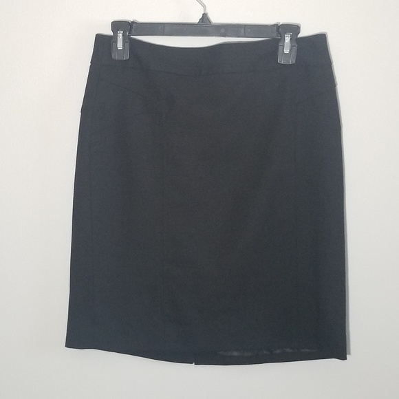 Banana Republic Dresses & Skirts - Banana Republic size 6 black pencil skirt